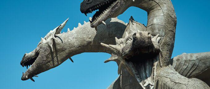 Sculpture of 3-headed dragon