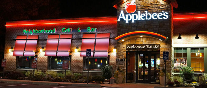 Applebees restaurant at night