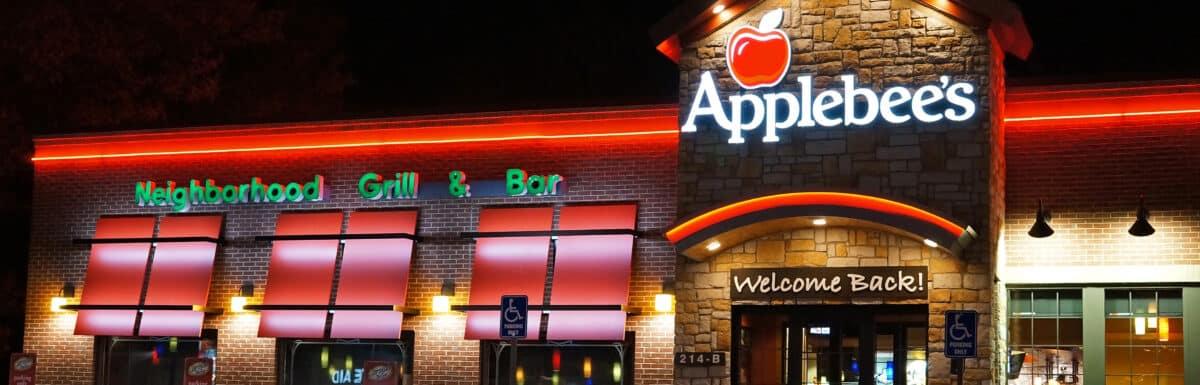 Applebees restaurant at night